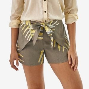 Patagonia Garden Island Palm Shorts Size L… #AA